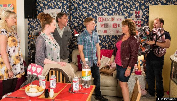 'Coronation Street' Spoiler: Cilla Battersby-Brown Returns To Cobbles With Osteoporosis, Actress Wendi...