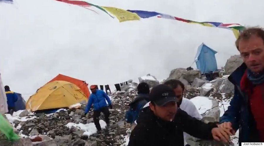 Nepal Earthquake Video Shows Moment Mount Everest Avalanche Has Climbers Fleeing For Their
