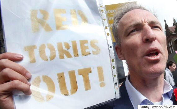 Eddie Izzard And Jim Murphy Forced To Flee Glasgow Rally As Nationalists Chant 'Red Tories