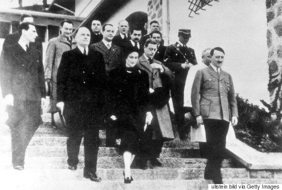 Queen Nazi Salute Pictures Published In The Sun