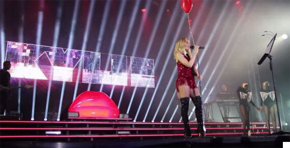 Kylie Minogue Covers Nena's '99 Red Balloons' At Germany's Melt Festival