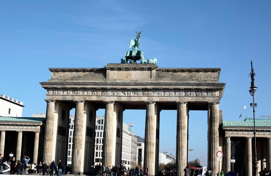 Berlin Wall 25th Anniversary: 25 Stunning Images Show City Before And