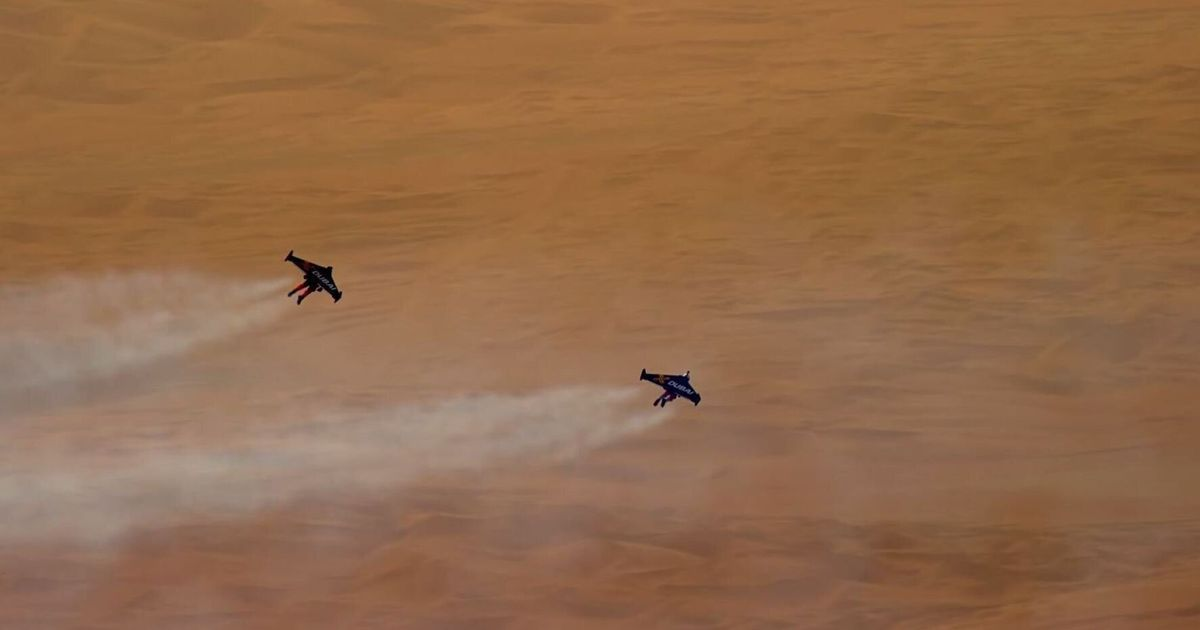 Yves Rossy Flies His Jetpack Over Dubai In Stunning 4K Video