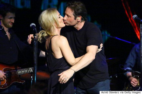 Gillian Anderson and David Duchovny Duet And Share A Kiss On Stage In New York