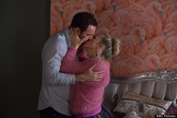 'EastEnders' Spoiler: Linda Carter Keeps Her Pregnancy A Secret From Husband Mick
