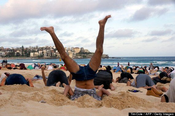 Australians Stick Their Heads In The Sand To Mock Prime Minister Abbott's Climate Change