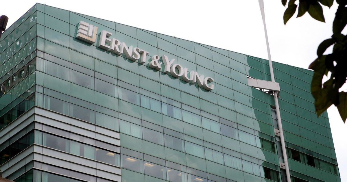 Ernst & Young Removes Degree Classification From Entry Criteria As There's 'No Evidence' University Equals Success