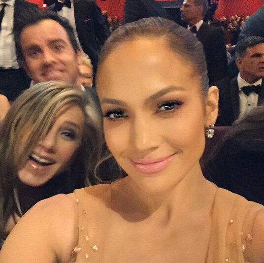 Jennifer Lopez Gets Photobombed By Jennifer Aniston And Justin Theroux At The