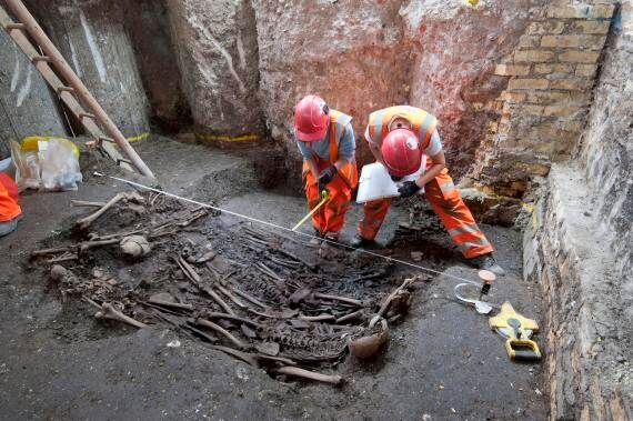 London Crossrail Dig At Bedlam Reveals 'Great Plague Victims' Were Buried In Thin Wooden