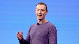 El director general de Facebook, Mark Zuckerberg, durante el discurso de inauguración de la conferencia de desarrolladores F8, el martes 30 de abril de 2019 en San José, California. (AP Foto/Tony Avelar )