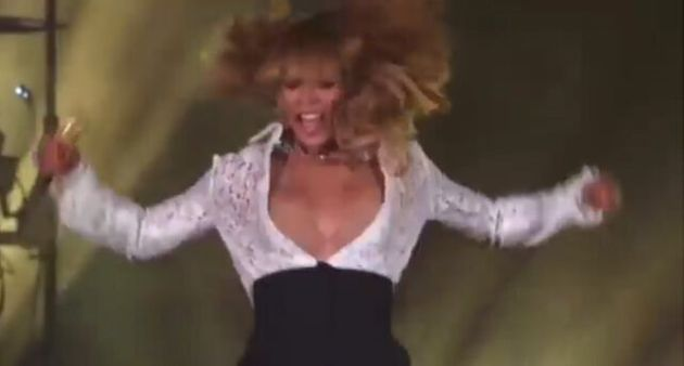Beyonce Suffers Wardrobe Malfunctions