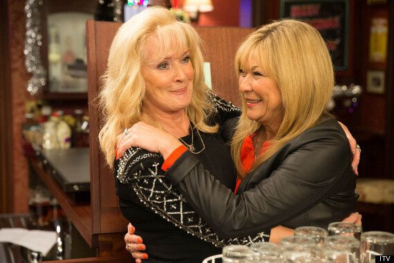 'Coronation Street' Spoiler: Claire King Arrives In The Rovers Return As Liz McDonald's Friend