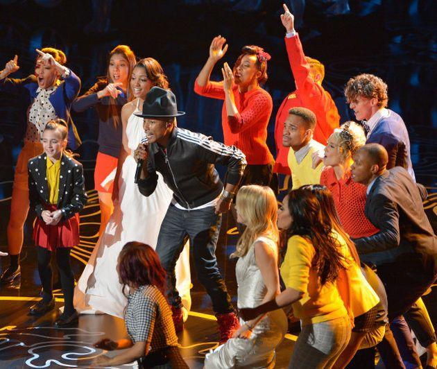 Pharrell Williams Dances With Meryl Streep And Lupita Nyong