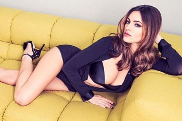 Kelly Brook's Couch Selfie (Yep, We Really Don't Look Like This When Slobbing