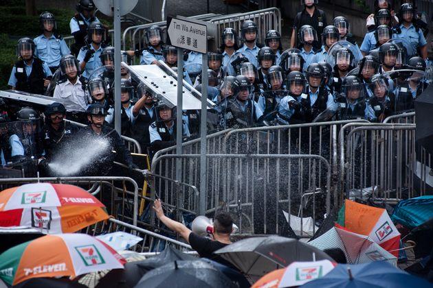 홍콩 시위대 강경진압에