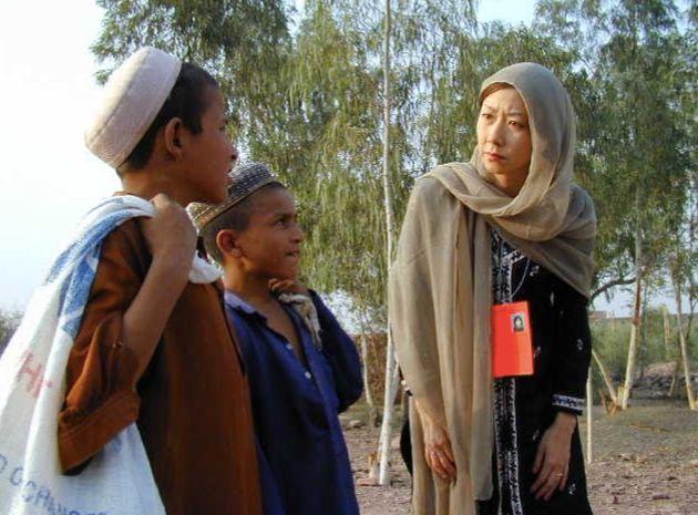 ペシャワルにあるアフガニスタン難民キャンプで。(2001年10月)
