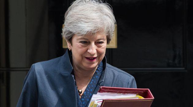 Theresa May, ici le 12 juin quittant le 10, Downing Street, restera en fonction jusqu'à la désignation...