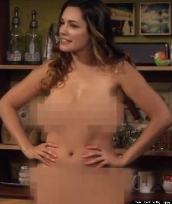 Kelly Brook Naked: Star Strips Off In 'One Big Happy' Sitcom Trailer (PICS,