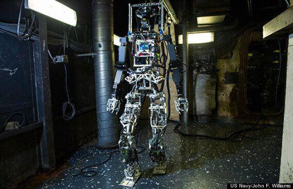 US Navy's Firefighting Robot SAFFiR