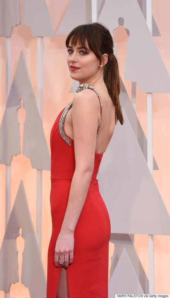 Oscars 2015 Red Carpet: 'Fifty Shades' Actress Dakota Johnson Brings Her Mum, Melanie Griffith, As Her...