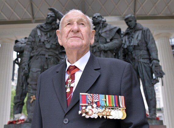 Squadron Leader Les Munro and His Extraordinary