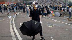 香港デモの中継レポーターに降り注いだ優しさ。催涙ガスが放たれた現場でデモ隊の取った行動に感謝の言葉