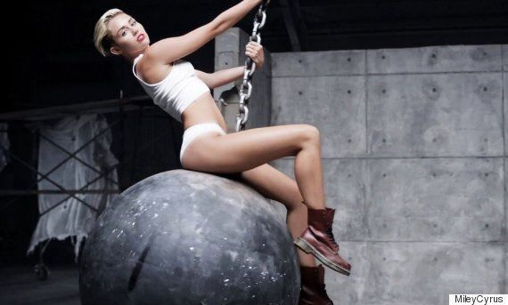 Anne Hathaway Masters Lip Sync Version Of Miley Cyrus's 'Wrecking Ball'
