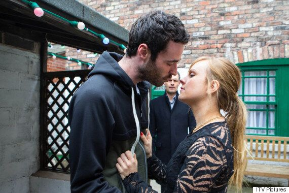 'Coronation Street' Spoiler: Sarah-Louise Platt Caught Kissing Callum Logan By Her Brother Nick... Will...