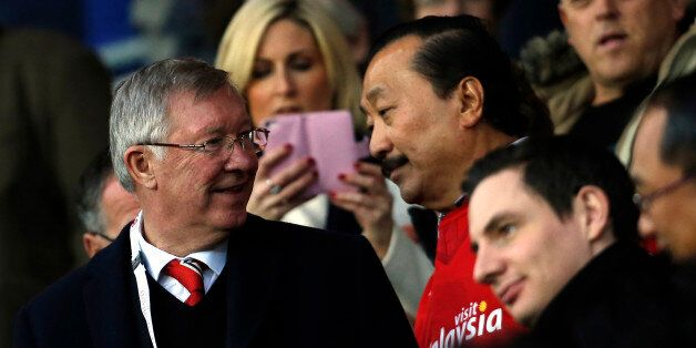 Manchester United's Scottish former manager Alex Ferguson (L) stands with Cardiff City's Malaysian majority...