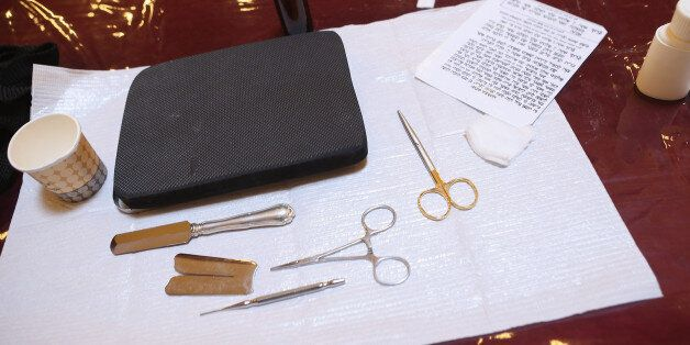 Instruments used in the Jewish circumcision ceremony (file