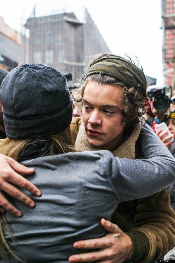 One Direction's Harry Styles Rescues A Falling Fan In New York City
