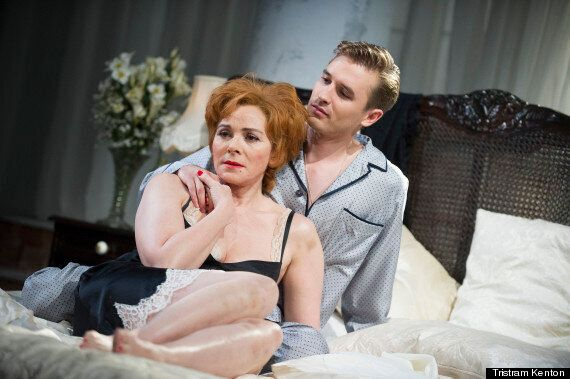Kim Cattrall Is A Cougar Of The Stage: Sweet Bird Of Youth