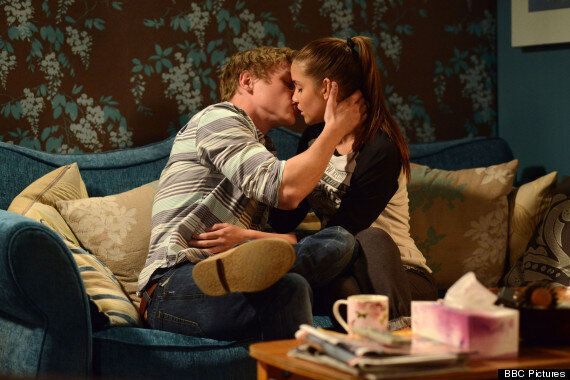 'EastEnders' Spoiler: Lauren And Peter Share A Kiss After Jake's Arrest For Lucy Beale's Murder