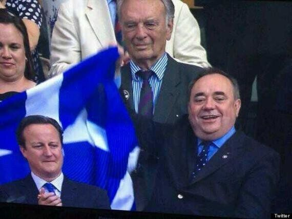 Alex Salmond Photobombs David Cameron With Scottish Flag After Andy Murray's Wimbledon