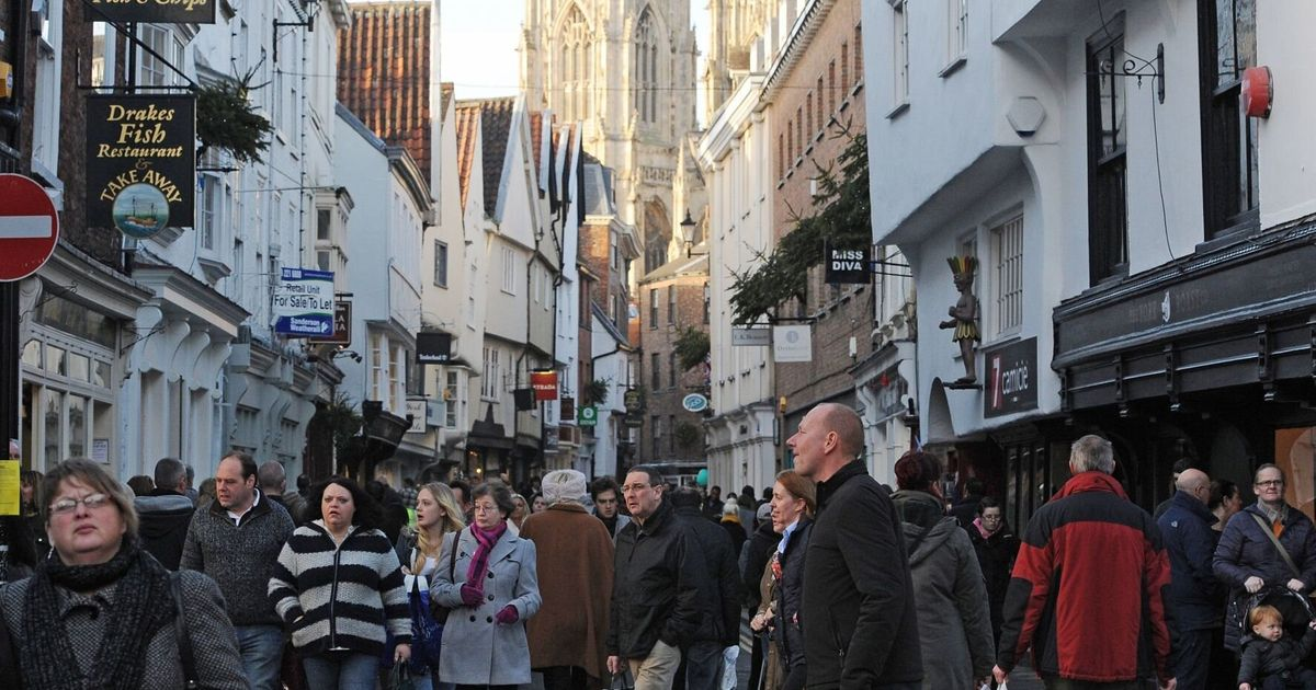 Christmas Shoppers Flock To High Streets Across Britain Huffpost Uk