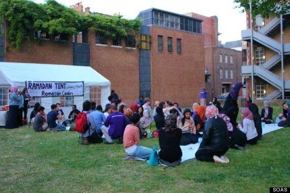 Muslim Students Break Ramadan Fast With Homeless At University Of