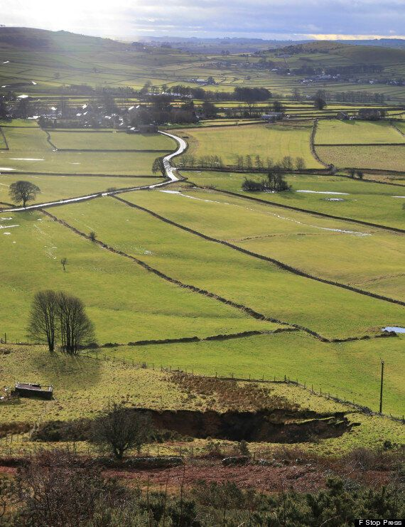 Giant Sink Hole Opens In The Derbyshire Peak District