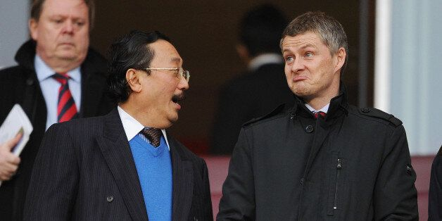 LONDON, ENGLAND - JANUARY 01: Cardiff City Owner Vincent Tan chats to Ole Gunnar Solskjaer before the...
