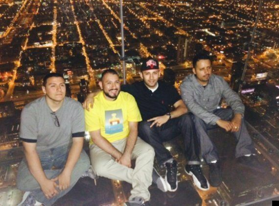 Chicago Skydeck Ledge Glass Cracks Under Tourists 103 Floors Up (PICTURES,
