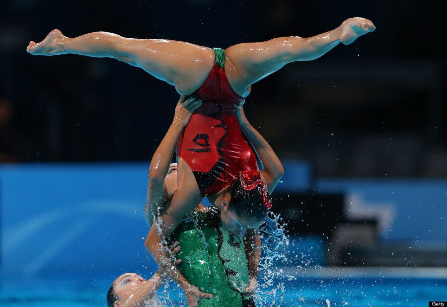 8 Amazing Pictures Of Synchronised Swimming From The FINA World