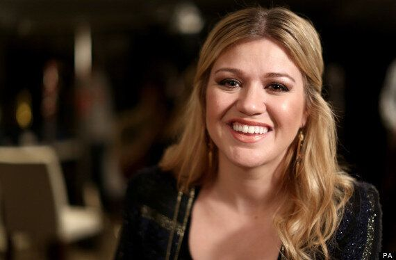 Kelly Clarkson Stopped By Government From Taking Jane Austen's Ring Out OF UK Following