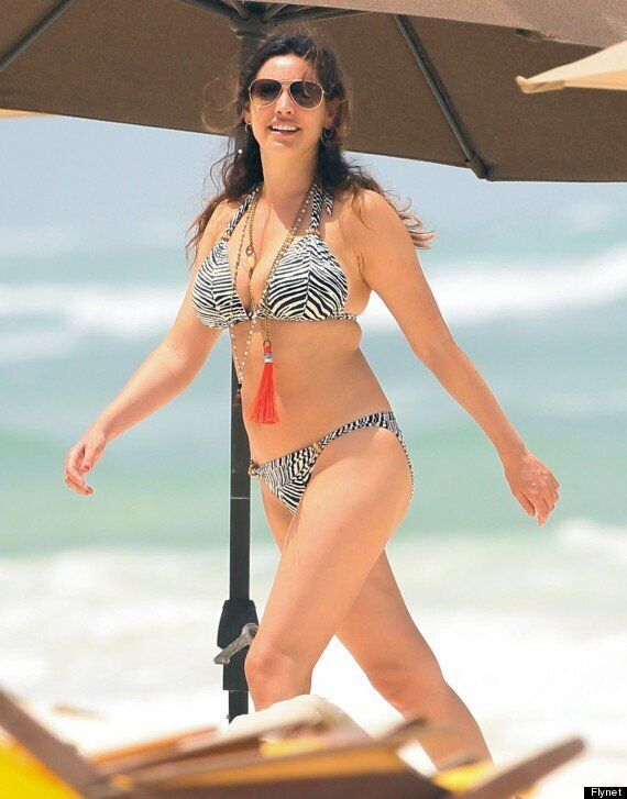 Kelly Brook Shows Off Her Bikini Body As She Reveals Plans For 'Tell-All