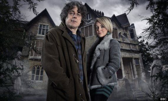 'Jonathan Creek' Star Alan Davies Complains About His Hours And His Pay Packet For New