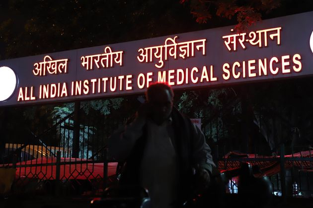 AIIMS Doctors Wear Bandages, Helmets In Solidarity With Bengal Counterparts, To Skip Work On