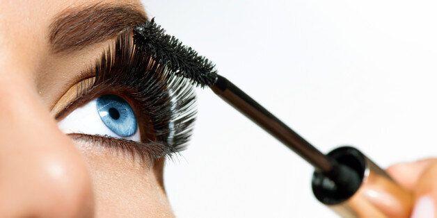 mascara applying. long lashes...