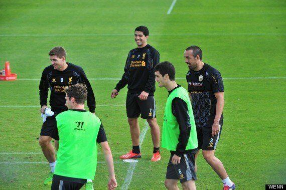 Luis Suárez Trains With Liverpool Teammates