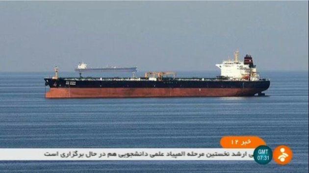 Deux pétroliers auraient été pris pour cible par des torpilles en mer