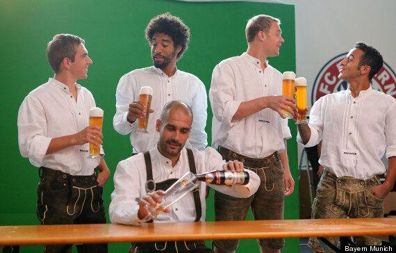 Pep Guardiola And Bayern Munich Squad Don Lederhosen