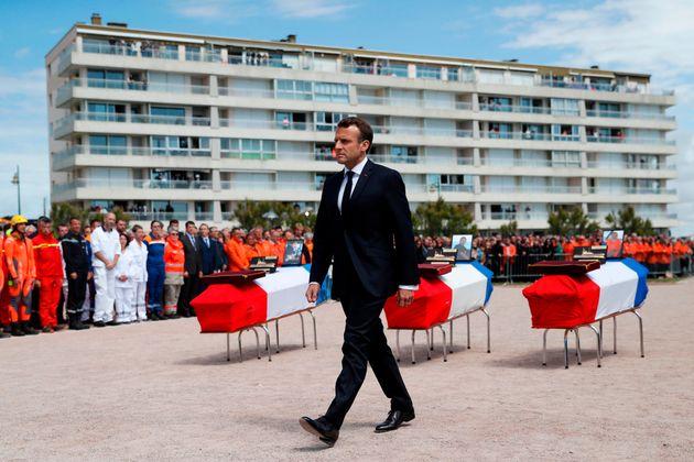 Aux Sables-d'Olonne, Macron rend hommage à tous les sauveteurs en
