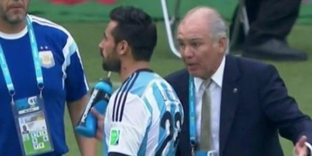 Nigeria 2-3 Argentina: Ezequiel Lavezzi Squirts Water At Coach Alejandro Sabella